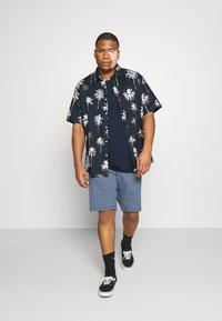 Levi's® Plus - BIG TEE 2 PACK  - Basic T-shirt - white/dress blues - 1