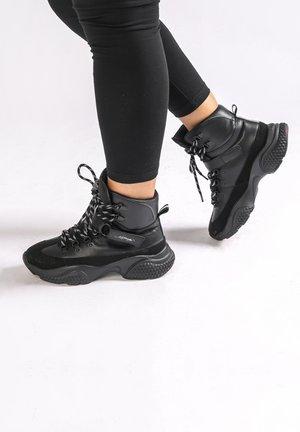 DISCO-TREK RUNNER - High-top trainers - black