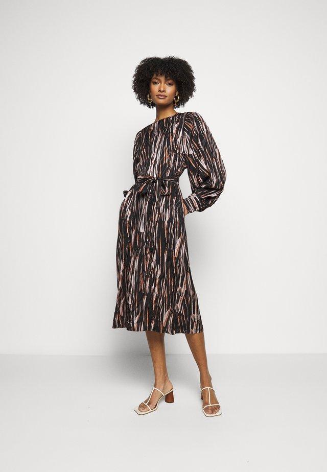 ESSENCE MARCHE DRESS - Maxi dress - essence artwork