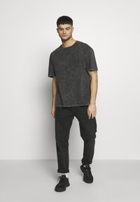 Criminal Damage - WAVE TEE - T-shirt print - washed black - 1
