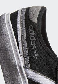 adidas Originals - DELPALA SHOES - Baskets basses - black/white - 8