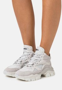 Bronx - TAYKE OVER - Trainers - light grey - 0