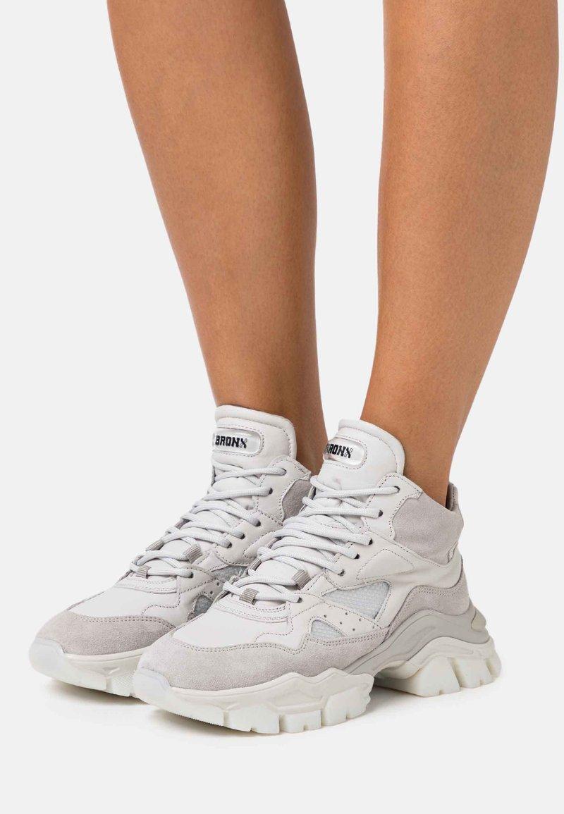 Bronx - TAYKE OVER - Trainers - light grey