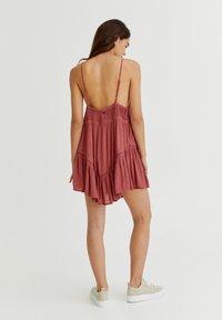 PULL&BEAR - PLUMETIS MIT CARRÉ-AUSSCHNITT - Day dress - red - 2