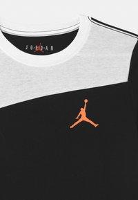 Jordan - SPORT - Printtipaita - black - 2