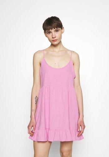 LUCY STRAPPY TIERD - Korte jurk - pink cherry
