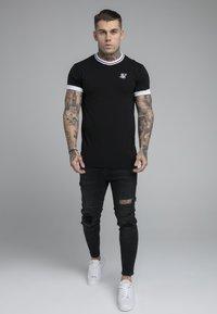 SIKSILK - ROLL SLEEVE TEE - T-shirt basic - black/white - 1