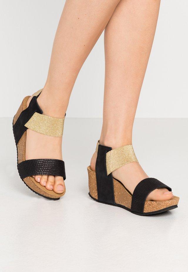 DANIELA  - Sandalen met plateauzool - black
