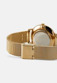 Tommy Hilfiger - DRESSED UP - Klokke - gold-coloured - 1