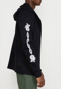 RVCA - BENJAMIN - Zip-up sweatshirt - black - 2