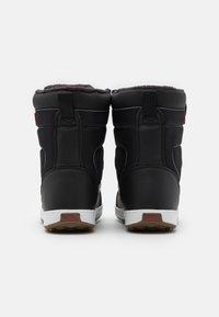 Vans - SNOW CRUISER MTE UNISEX - Winter boots - black/white - 2