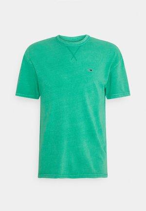 CLASSIC WASHED TEE - Jednoduché triko - grassy green