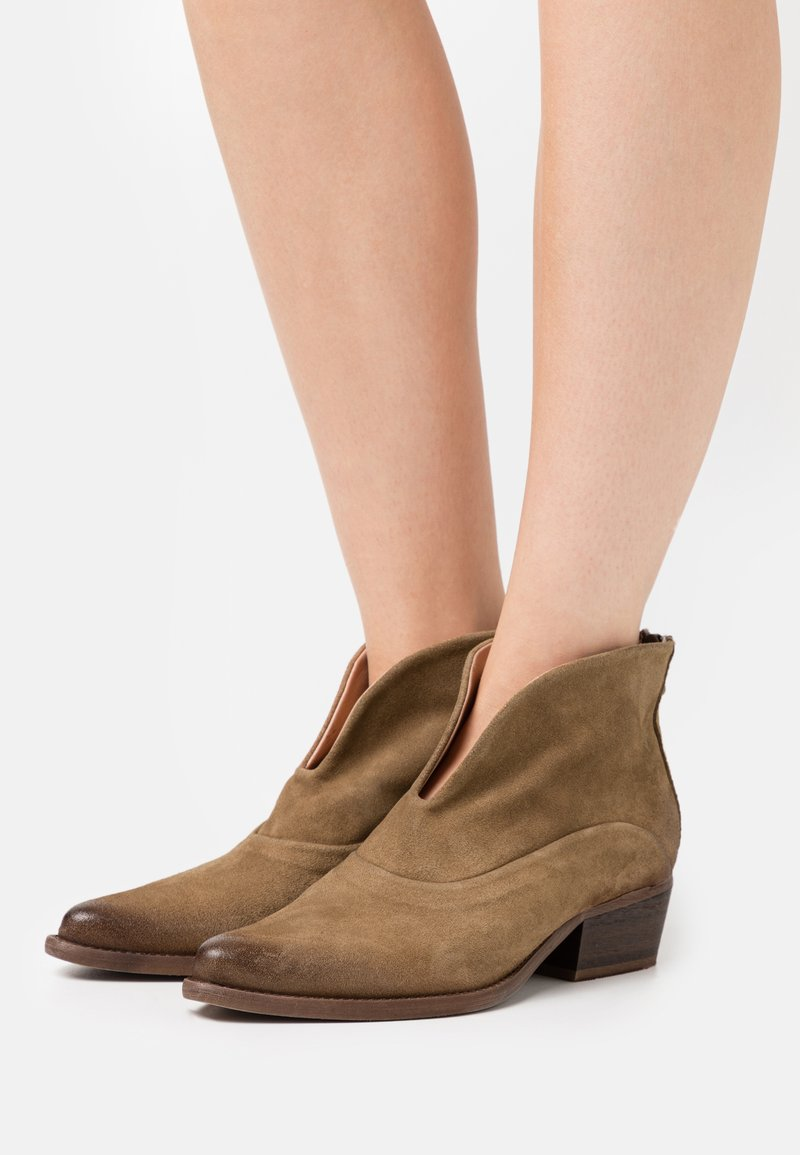 Felmini - WEST - Ankle boots - marvin stone