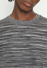 Missoni - CREWNECK  - Sweatshirt - felpa fiammata nero bianco - 5