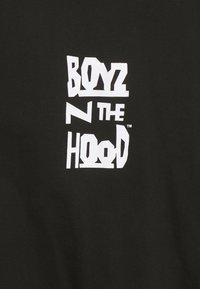 Nominal - BOYS IN THE HOOD PHOTO TEE - Print T-shirt - black - 2