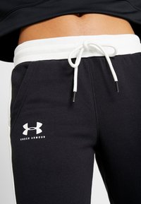 Under Armour - RIVAL GRAPHIC NOVELTY PANT - Tracksuit bottoms - black/onyx white - 4