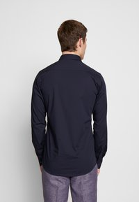 Bertoni - GUSTAV - Kostymskjorta - dress blue - 2
