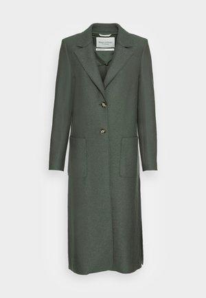 COAT BOILED LONG SIDE SLITS PATCHED POCKETS - Classic coat - fresh moss