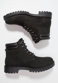 Jack & Jones - JFWSTOKE BOOT MONO - Šněrovací kotníkové boty - black - 1