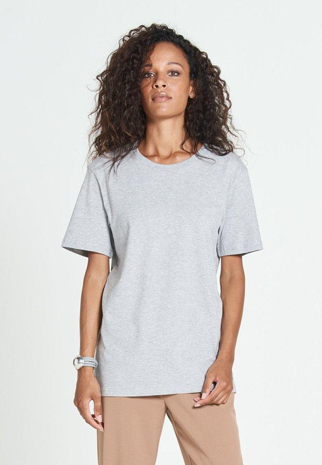 NEW STANDARD - Basic T-shirt - cloud grey