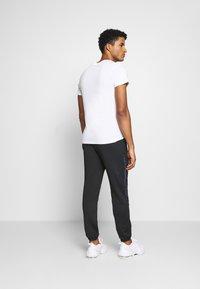 Ellesse - ROMANO - Pantalon de survêtement - black - 2