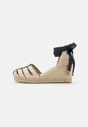 CICI - Korkeakorkoiset sandaalit - ivory
