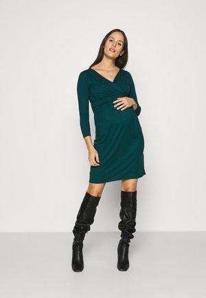DIVINE - Žerzejové šaty - vert sapin