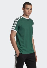 adidas Originals - 3-STRIPES T-SHIRT - Print T-shirt - green - 3