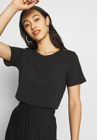 Even&Odd - BASIC ROUND NECK SHORT SLEEVES - T-shirt basic - black