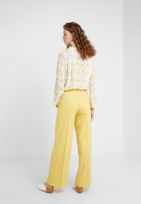Lovechild - HARPER PANT - Trousers - banana - 2