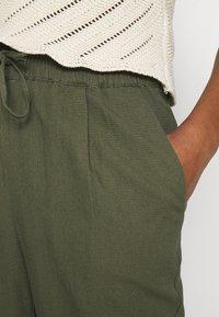 Vero Moda - VMASTIMILO ANKLE PANTS - Kalhoty - kalamata - 4