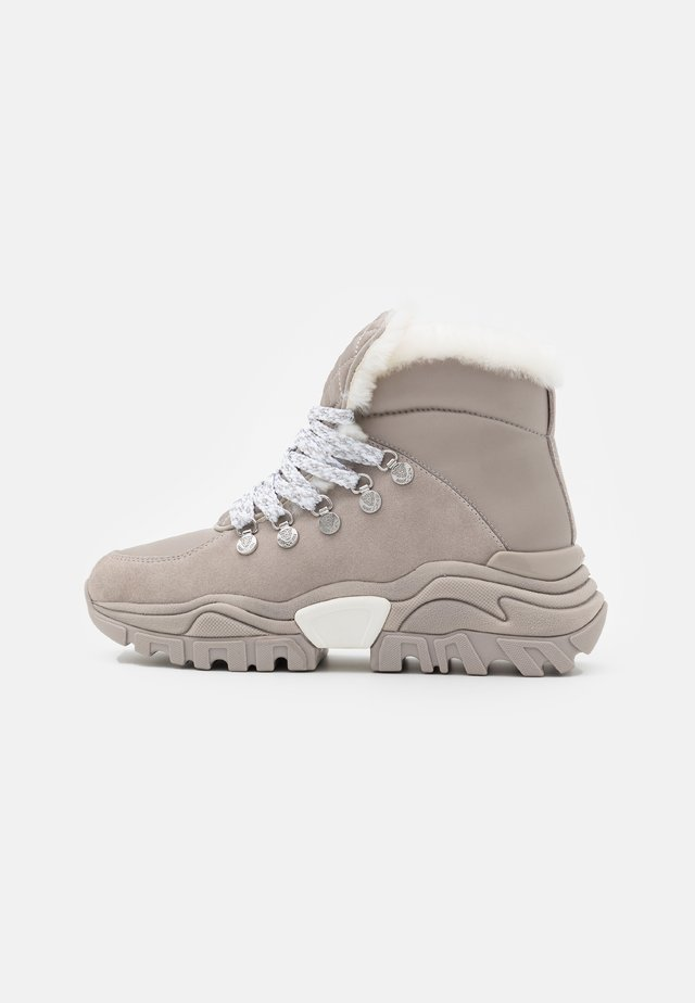 High-top trainers - light grey