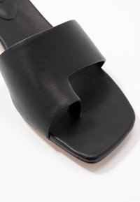 Topshop - NELL TOE LOOP MULE - Infradito - black - 2
