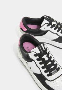 Bershka - MIT PRÄGUNG - Sneakers laag - white - 6
