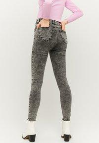 TALLY WEiJL - Jeans Skinny - grey denim - 2
