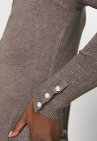 Dorothy Perkins - PEARL BUTTON CUFF ROLL NECK JUMPER - Jumper - taupe - 5