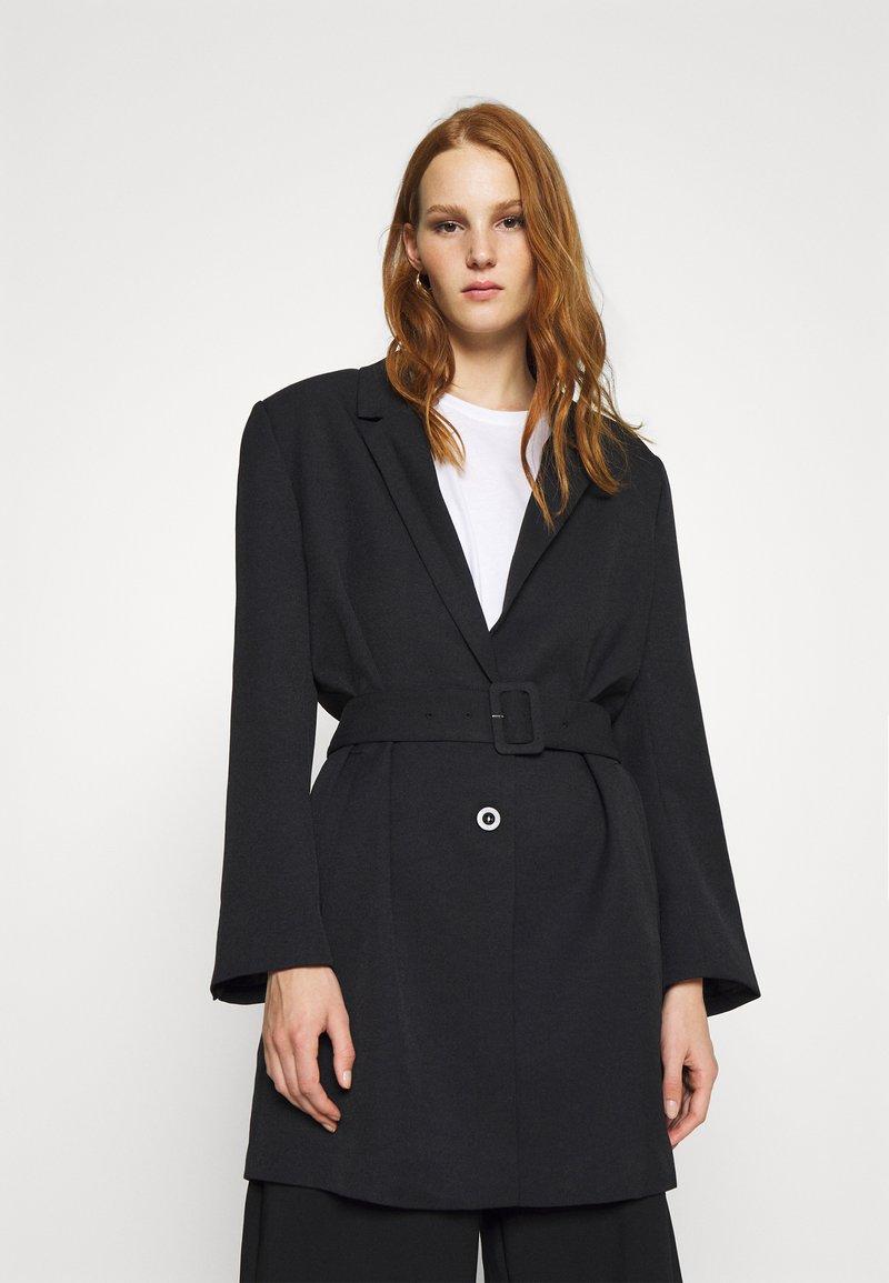 Gestuz - FLEUR - Short coat - black