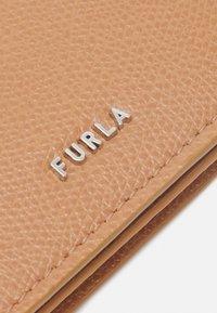 Furla - PROJECT BUSINESS CARD CASE - Peněženka - miele/blu denim - 5