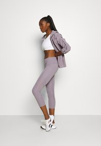 Under Armour - RUSH CROP - Leggings - slate purple - 1