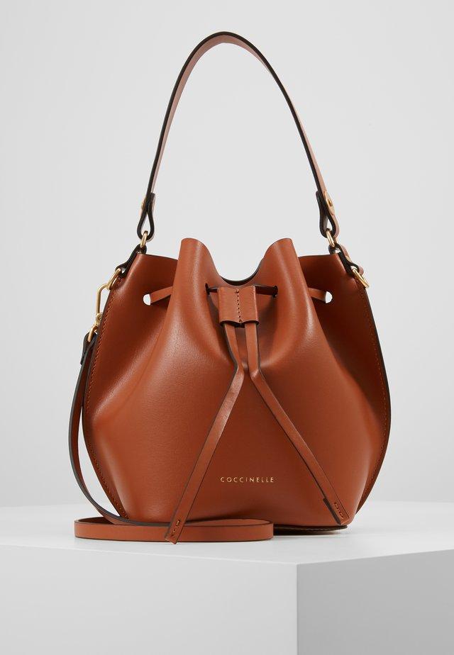 FENICE BUCKET BAG - Käsilaukku - tan