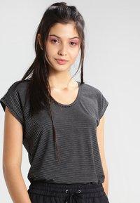 Pieces - PCBILLO - Print T-shirt - black - 0