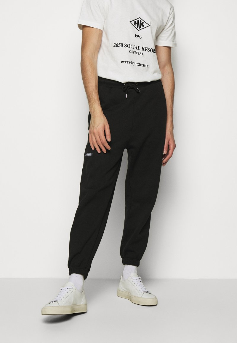 Han Kjøbenhavn - PANTS - Tracksuit bottoms - black