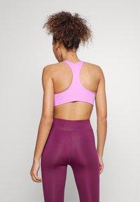 Nike Performance - BRA - Sports-BH-er med lett støtte - fuchsia glow/white - 2