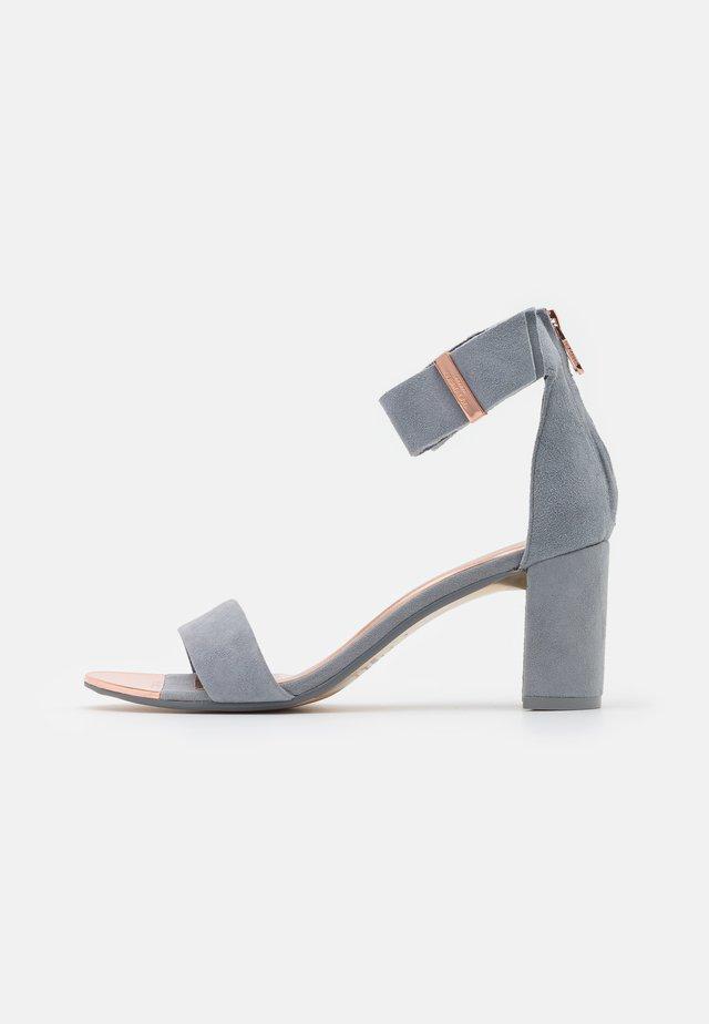 KATRYNE - Sandali - slate grey