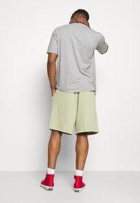 Reebok Classic - CLASSIC NATURAL DYE - Pantalones deportivos - harmony green - 2