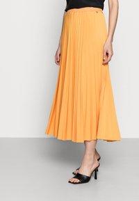 Rich & Royal - PLISSEE SKIRT - Pleated skirt - golden orange - 3