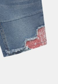 Levi's® - SLIM FIT ECO FLEX - Shorts di jeans - small talk - 2