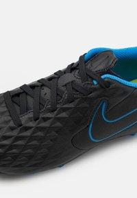 Nike Performance - JR TIEMPO LEGEND 8 ACADEMY MG UNISEX - Kopačky lisovky - black/siren red/light photo blue - 5