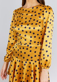 True Violet - Korte jurk - yellow, dark blue - 3