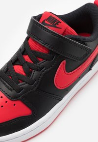 Nike Sportswear - COURT BOROUGH 2 UNISEX - Trainers - black/university red/white - 5